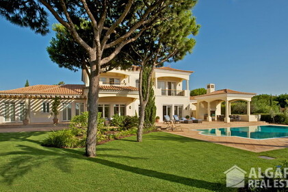 Villa V5 en venta con vistas al golf y mar • Quinta do Lago - 10805