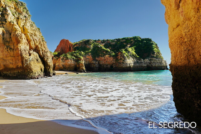 Un secreto playa en Algarve